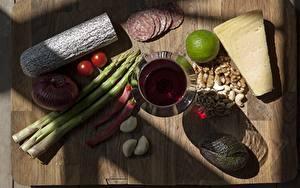 Bilder Wurst Käse Chili Pfeffer Knoblauch Wein Geschnittenes Weinglas Schneidebrett