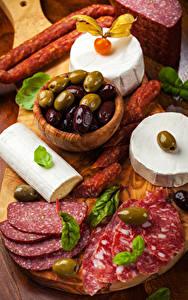 Fotos Wurst Käse Oliven Geschnitten