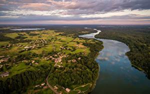 Hintergrundbilder Landschaftsfotografie Litauen Flusse Felder Wald Gebäude Himmel Von oben Dubingiai Natur