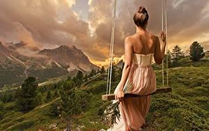 Fotos Landschaftsfotografie Schaukel Kleid Hinten Sitzt Rücken Mädchens Natur