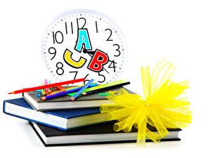 Hintergrundbilder Schule Uhr Weißer hintergrund Buch Bleistift