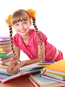 Fotos Schule Kleine Mädchen Buch Starren Zopf Lächeln