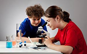 Fotos Schule Kleine Mädchen Jungen 2 Mikroskop