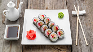 Hintergrundbilder Meeresfrüchte Sushi Bretter Essstäbchen Teller Sojasauce Lebensmittel