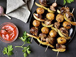 Hintergrundbilder Schaschlik Kartoffel Ketchup Lebensmittel