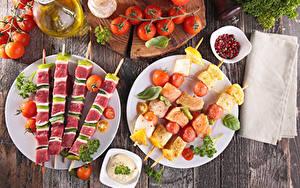 Hintergrundbilder Schaschlik Gemüse Tomate Bretter Teller das Essen