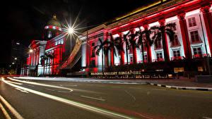 Desktop hintergrundbilder Singapur Haus Straße Lichtstrahl Palmengewächse Nacht Raffles Place Städte