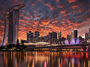 Fotos Singapur Gebäude Wolkenkratzer Abend Brücken Himmel Bucht Design Städte