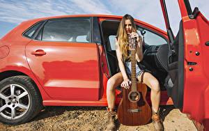 Hintergrundbilder Sitzend Gitarre Hand Starren Bein Mädchens