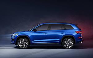 Bilder Skoda Softroader Blau Metallisch Seitlich Kodiaq RS, Worldwide, 2021 automobil