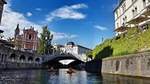 Bilder Slowenien Boot Flusse Brücken Haus Ljubljanica river Ljubljana Städte