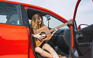 Hintergrundbilder Lächeln Gitarre Sitzt Hand junge frau