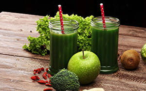 Images Smoothie Vegetables Apples Kiwi Wood planks Highball glass Green