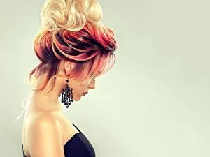 Fotos Haar Farbigen hintergrund Ohrring Frisur Sofia Zhuravets Mädchens