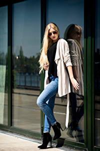 Bilder Blondine Pose Jeans Brille Blick Soraya, Miss Germany 2017 Mädchens