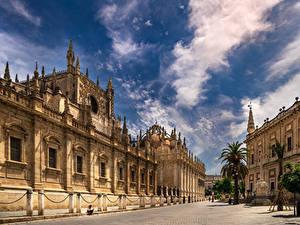 Desktop hintergrundbilder Spanien Kathedrale Himmel Wolke Stadtstraße Seville, Puerta De San Cristobal, Archivo de Indias Städte