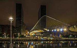 Bilder Spanien Gebäude Fluss Brücke Nacht Straßenlaterne Bilbao Städte