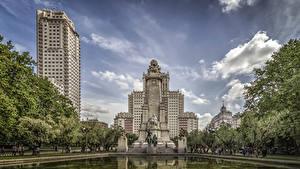 Fotos Spanien Madrid Gebäude Denkmal Teich Monumento a Miguel de Cervantes
