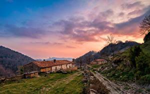 Bilder Spanien Gebirge Haus Himmel Wolke Santa Maria de Besora