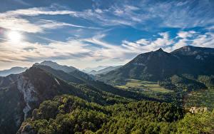 Bilder Spanien Gebirge Himmel Wolke Bäume Berga, Catalonia