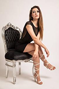 Bilder Model Sessel Sitzen Kleid Bein Starren Stefania Mädchens