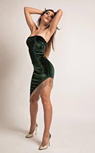 Bilder Model Pose Bein Kleid Stefania Mädchens
