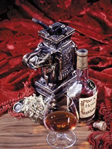 Fotos Stillleben Alkoholische Getränke Whisky Flasche Weinglas hennessy Lebensmittel