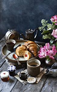 Hintergrundbilder Stillleben Alstroemeria Kaffee Warenje Croissant Bretter Vase Becher Einweckglas