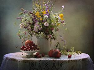 Bilder Stillleben Sträuße Pfirsiche Kirsche Kornblume Tischdecke Vase Tisch Glocke Blumen