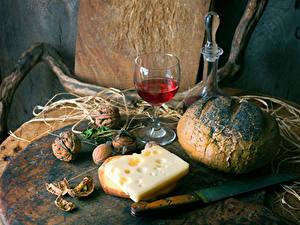 Fotos Stillleben Brot Wein Käse Nussfrüchte Messer Walnuss Weinglas