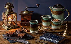 Bilder Stillleben Kerzen Flötenkessel Kaffee Messer Kaffeemühle Bretter Bücher Buch Brille