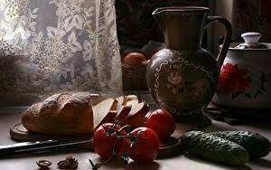 Fotos Stillleben Gurke Tomate Brot Messer Krüge Geschnitten
