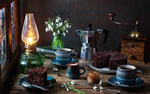 Bilder Stillleben Petroleumlampe Schneeglöckchen Pfeifkessel Torte Kaffee Stücke Becher Lebensmittel