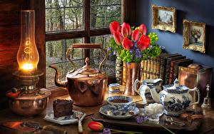 Hintergrundbilder Stillleben Petroleumlampe Tulpen Flötenkessel Torte Tasse Zucker Rot Blumen