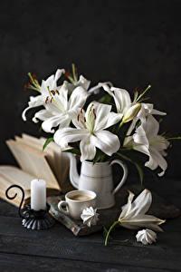 Hintergrundbilder Stillleben Lilien Kerzen Kaffee Zefir Cappuccino Bretter Vase Weiß Tasse Blüte Lebensmittel