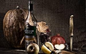 Fotos Stillleben Kürbisse Äpfel Wodka Flasche Trinkglas