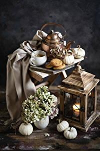 Hintergrundbilder Stillleben Kürbisse Hortensie Kerzen Flötenkessel Kaffee Kekse Tasse
