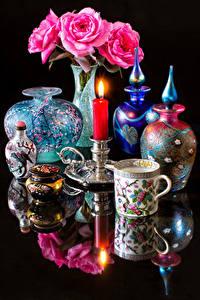 Hintergrundbilder Stillleben Rosen Kerzen Schwarzer Hintergrund Spiegelung Spiegelbild Vase Rosa Farbe Tasse Blumen