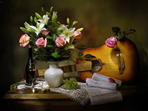 Hintergrundbilder Stillleben Rosen Tulpen Wein Weintraube Noten Vase Gitarre Flasche Weinglas Blumen