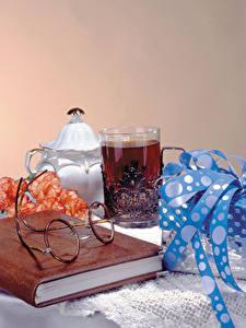 Bilder Stillleben Tee Trinkglas Buch Brille Geschenke das Essen