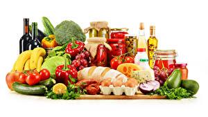 Fotos Stillleben Gemüse Obst Brot Käse Weintraube Avocado Peperone Tomate Weißer hintergrund Flaschen Einweckglas Eier das Essen