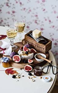 Fotos Stillleben Wein Echte Feige Powidl Oliven Käse Weinglas Einweckglas Lebensmittel