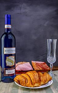 Hintergrundbilder Stillleben Wein Croissant Schinken Flasche Dubbeglas das Essen