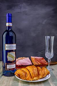 Hintergrundbilder Stillleben Wein Croissant Schinken Flasche Dubbeglas