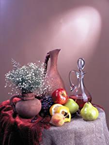 Fotos Stillleben Wein Obst Birnen Äpfel Weintraube Tisch Kanne Vase