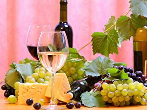 Fotos Stillleben Wein Weintraube Käse Weinglas Flasche