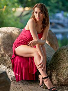 Bilder Steine Sitzend Kleid Bein Starren Agnieszka Borkowska junge frau