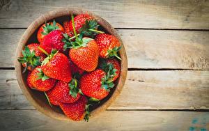Fotos Erdbeeren Schüssel Bretter
