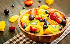 Photo Strawberry Kiwi Salads Grapes Blueberries Fruit Bowl Food