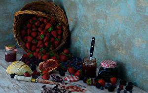 Bilder Erdbeeren Warenje Brombeeren Heidelbeeren Brot Stillleben Weidenkorb Weckglas das Essen